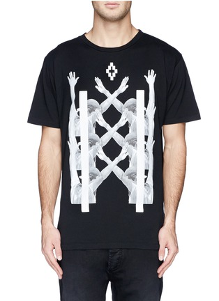 模特儿示范图 - 点击放大 - MARCELO BURLON - 'Palm Angels' hands print T-shirt and book set
