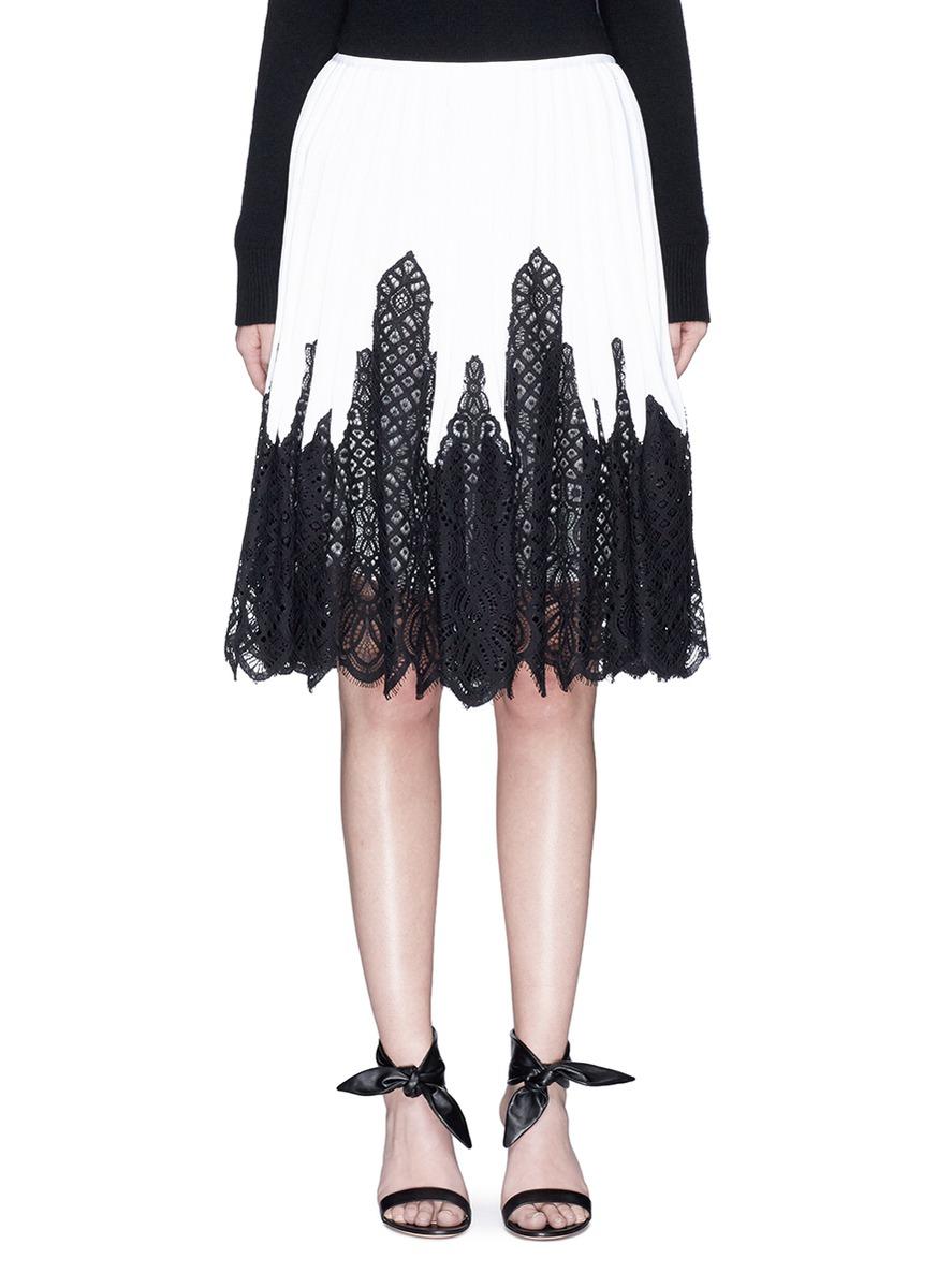 Eyelash guipure lace pleated knit skirt by Oscar de la Renta