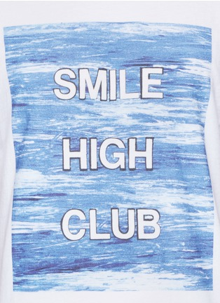 Detail View - Click To Enlarge - Insted We Smile - 'Smile High Club' print T-shirt