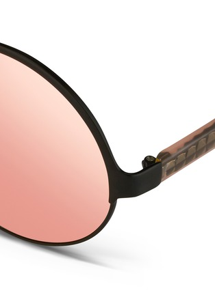 Detail View - Click To Enlarge - Matthew Williamson - Contrast temples layered metal round mirror sunglasses