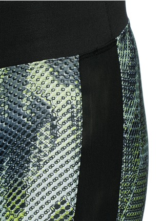 Detail View - Click To Enlarge - Koral - 'Dynamic Duo' snake print cropped leggings