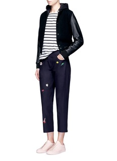 Mira MikatiCartoon icon patch cropped twill pants