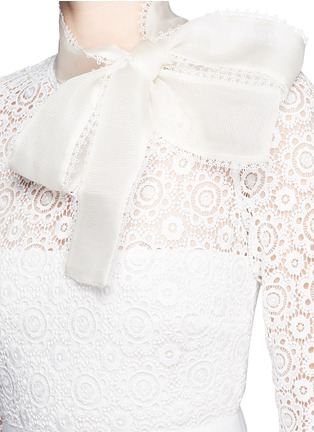 Detail View - Click To Enlarge - self-portrait - Pussybow long sleeve lace pleated wedding gown