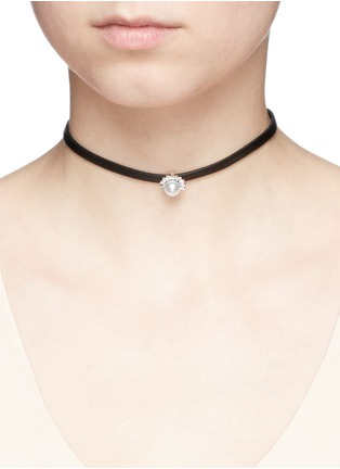 Figure View - Click To Enlarge - CZ by Kenneth Jay Lane - Cubic zirconia pavé pearl leather choker