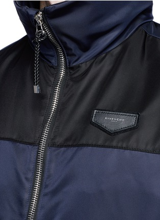 Detail View - Click To Enlarge - Givenchy Beauty - Bicolour ballistic nylon hood jacket