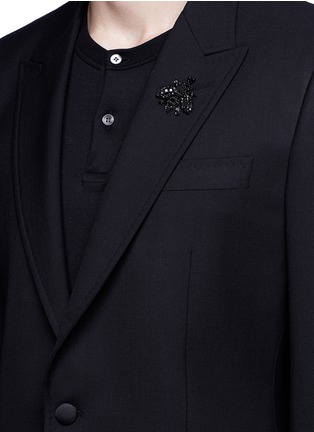 Detail View - Click To Enlarge - Dolce & Gabbana - Slim fit bee embroidery wool tuxedo blazer