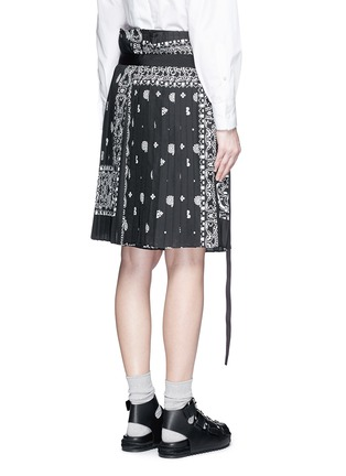 Back View - Click To Enlarge - Sacai - Bandana print pleat poplin long shorts