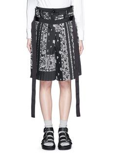 SACAIBandana print pleat poplin long shorts