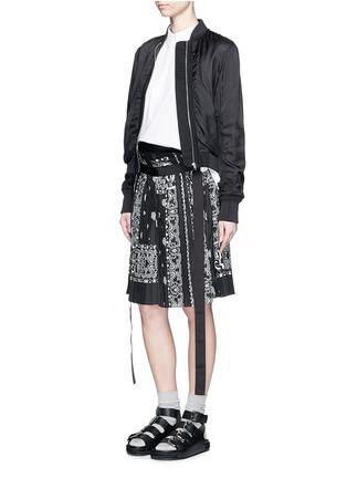 Figure View - Click To Enlarge - Sacai - Bandana print pleat poplin long shorts
