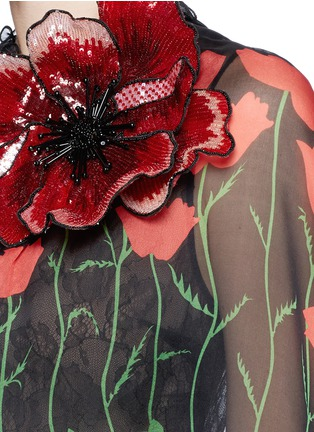 Detail View - Click To Enlarge - Gucci - Sequin flower brooch tulip leaf print silk cape dress