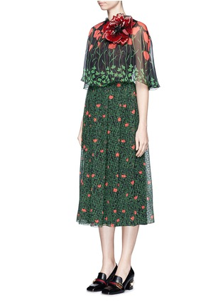 Front View - Click To Enlarge - Gucci - Sequin flower brooch tulip leaf print silk cape dress