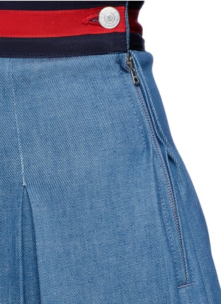 Detail View - Click To Enlarge - Gucci - Stripe web waistband inverted pleat denim skirt