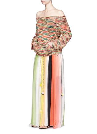 模特儿示范图 - 点击放大 - CHLOÉ - 多彩混色露肩针织衫