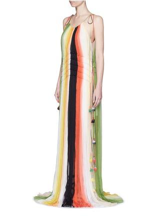 模特儿示范图 - 点击放大 - CHLOÉ - 彩虹拼色吊带百褶真丝连衣裙