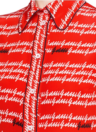 Detail View - Click To Enlarge - Gucci - Cursive logo print silk shirt