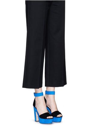 模特儿示范图 - 点击放大 - NICHOLAS KIRKWOOD - 拼色绒面真皮高跟凉鞋