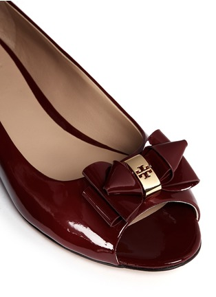 Detail View - Click To Enlarge - Tory Burch - Bow patent leather peep toe flats