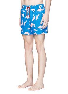 Māzŭ'Ringo' dolphin print swim shorts