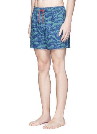 模特儿示范图 - 点击放大 - Māzŭ - PHILIPPINE SEA海浪印花游泳短裤