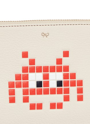 Detail View - Click To Enlarge - Anya Hindmarch - 'Small Loose Pocket' character embossed leather zip pouch