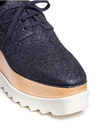 细节 - 点击放大 - STELLA MCCARTNEY - ELYSE闪粉鞋面坡跟系带鞋
