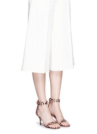 模特儿示范图 - 点击放大 - GIVENCHY - 豹纹印花真皮高跟凉鞋