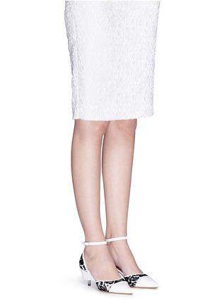 模特儿示范图 - 点击放大 - GIVENCHY - 蕾丝拼真皮高跟鞋