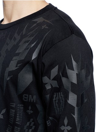 Detail View - Click To Enlarge - Marcelo Burlon - 'Tami' rubberised graphic print T-shirt