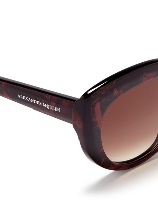 Detail View - Click To Enlarge - Alexander McQueen - Shell effect acetate cat eye sunglasses