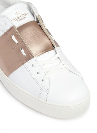 Detail View - Click To Enlarge - Valentino - 'Rockstud' metallic band low top sneakers