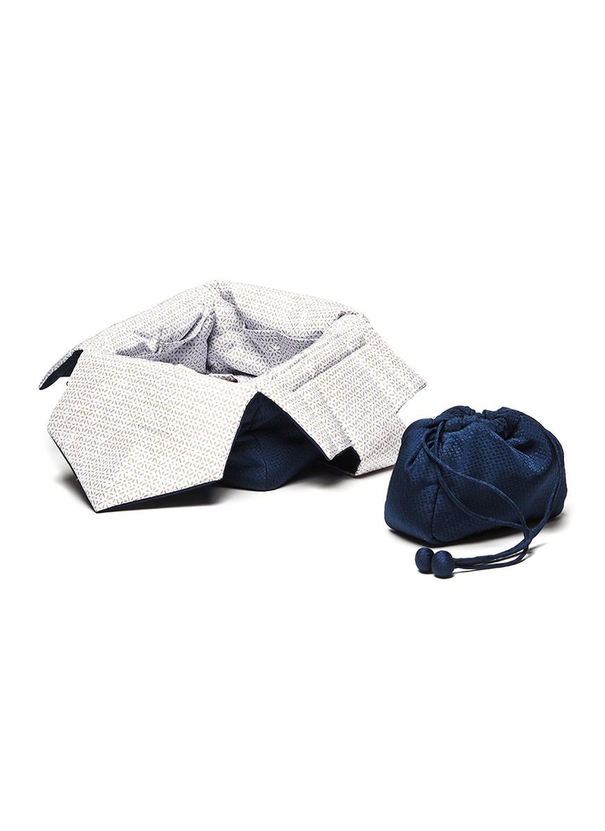 Silk jacquard tea bag by SHANG XIA
