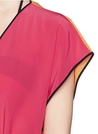 Detail View - Click To Enlarge - Roksanda - 'Zavi' colourblock silk wrap tunic