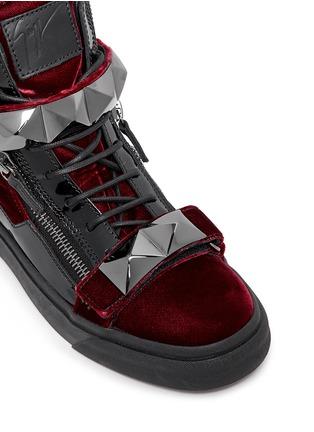 Detail View - Click To Enlarge - Giuseppe Zanotti Design - 'London' stud velvet sneakers