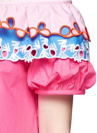 Detail View - Click To Enlarge - Peter Pilotto - Embroidered trim poplin off-shoulder top