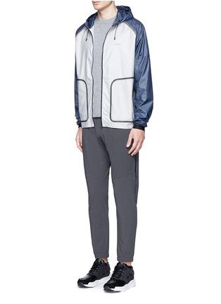 Figure View - Click To Enlarge - Isaora - 'XYTLITE' running windbreaker jacket
