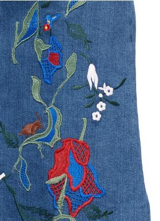 细节 - 点击放大 - TIBI - MARISOL花卉刺绣A字牛仔半身裙