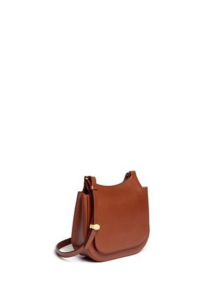 模特儿示范图 - 点击放大 - THE ROW - 'Hunting' small leather shoulder bag