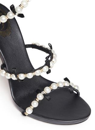 细节 - 点击放大 - RENÉ CAOVILLA - 螺旋绕踝珍珠蝴蝶结高跟凉鞋