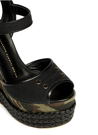 Detail View - Click To Enlarge - Giuseppe Zanotti Design - Camouflage canvas wedge sandals