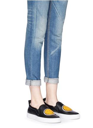 模特儿示范图 - 点击放大 - JOSHUA SANDERS - 笑脸布贴真皮厚底便鞋