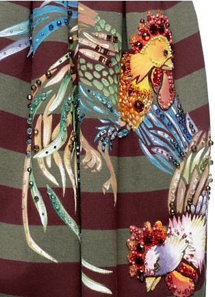 Detail View - Click To Enlarge - STELLA JEAN - 'Veruska' acrylic rooster print structured skirt