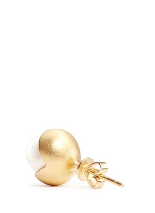 Detail View - Click To Enlarge - Belinda Chang - 'Fruity' 18k yellow gold plated freshwater pearl stud earrings