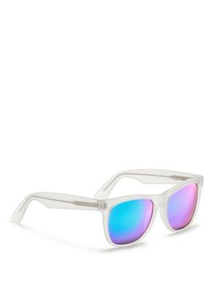 模特儿示范图 - 点击放大 - SUPER - CLASSIC中性款半透明镜框太阳眼镜