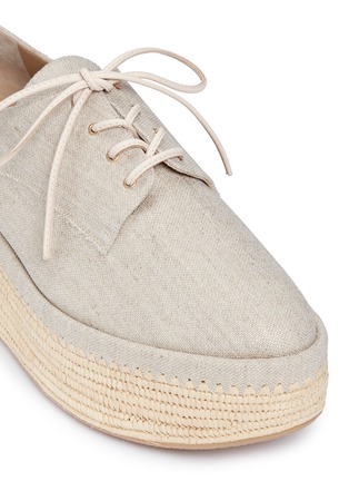 Detail View - Click To Enlarge - Stuart Weitzman - 'Kent' raffia platform linen Oxfords