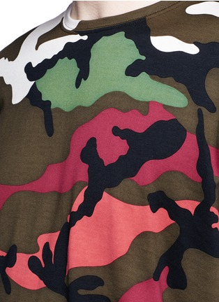 Detail View - Click To Enlarge - Valentino - Camouflage print T-shirt
