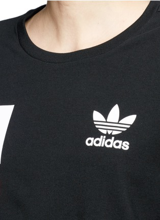 Detail View - Click To Enlarge - Adidas - Colourblock stripe print cropped T-shirt