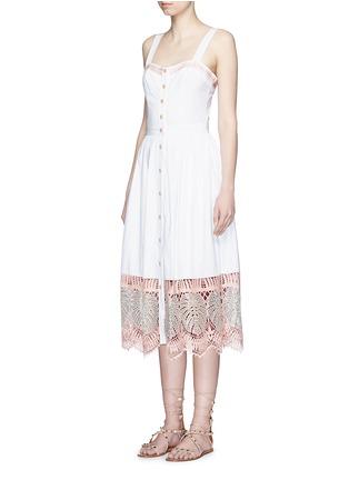 模特儿示范图 - 点击放大 - TEMPERLEY LONDON - CLARA叶片刺绣镂空纯棉连衣裙