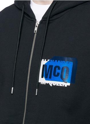细节 - 点击放大 - MCQ ALEXANDER MCQUEEN - 品牌标志连帽无袖外套