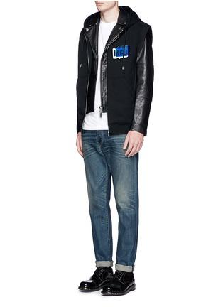 模特儿示范图 - 点击放大 - MCQ ALEXANDER MCQUEEN - 品牌标志连帽无袖外套