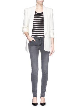 模特儿示范图 - 点击放大 - J BRAND - SUPER SKINNY弹性丹宁裤